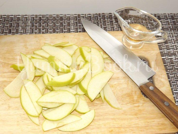 Летний салат с помидорами и яблоком - шаг 3