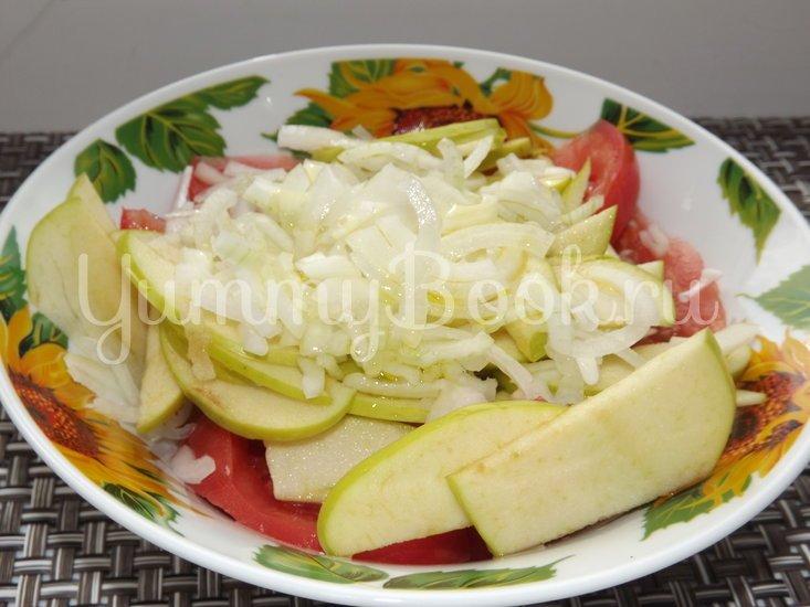 Летний салат с помидорами и яблоком - шаг 4