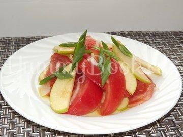 Летний салат с помидорами и яблоком - шаг 5