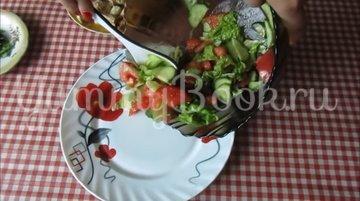 Легкий салат с овощами и курицей  - шаг 3