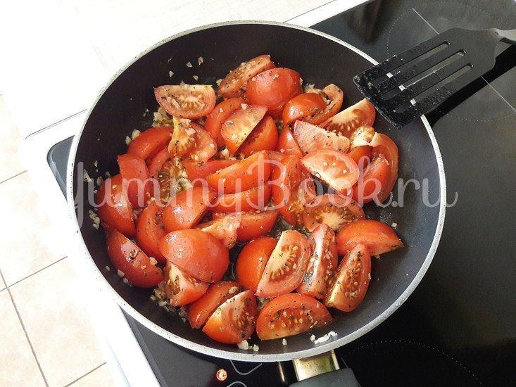 Тушёные помидоры с чесноком и зеленью - шаг 6