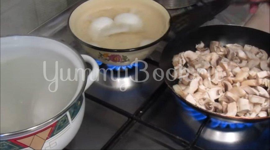 Салат с курицей, грибами и сыром  - шаг 2