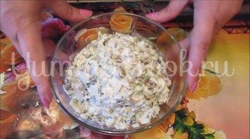 Салат с курицей, грибами и сыром  - шаг 4
