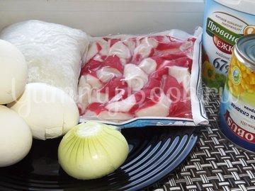 Салат с крабовыми палочками и рисом - шаг 1