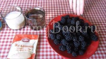 Суфле из ягод ежевики со сгущённым молоком - шаг 1
