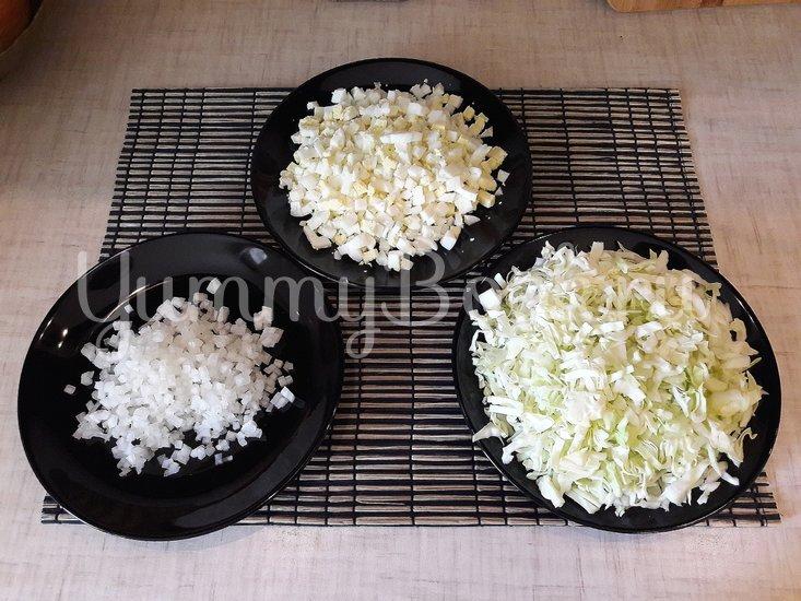 Капустный салат с яйцами и луком - шаг 2