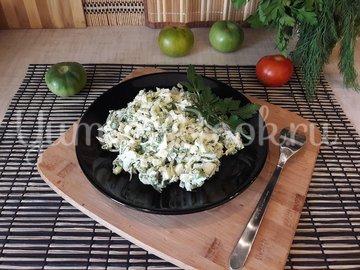 Капустный салат с яйцами и луком - шаг 4