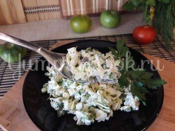 Капустный салат с яйцами и луком - шаг 5