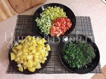 Картофельный салат со свежими овощами - шаг 2