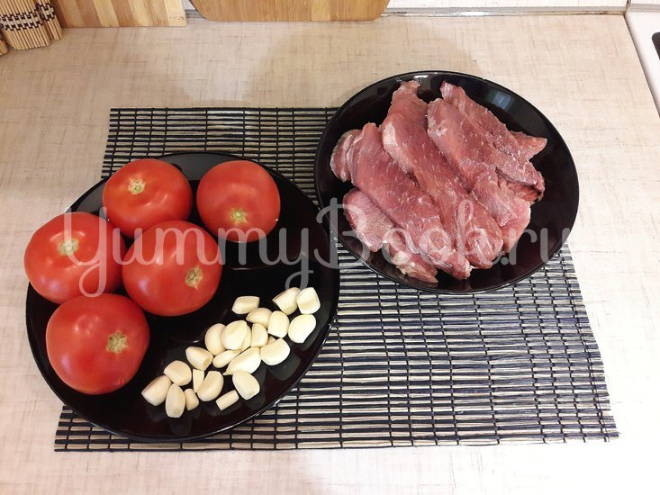 Свинина, запечённая с помидорами и чесноком - шаг 1