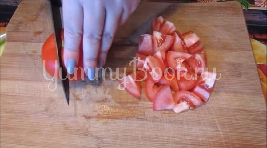 Салат с тунцом, пекинской капустой и помидорами - шаг 3