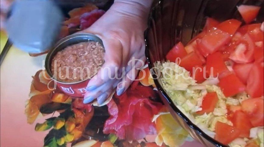 Салат с тунцом, пекинской капустой и помидорами - шаг 4