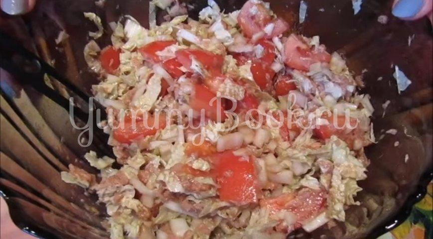 Салат с тунцом, пекинской капустой и помидорами - шаг 6