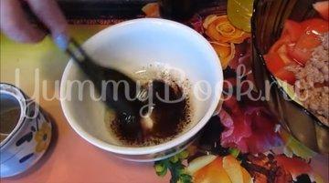 Салат с тунцом, пекинской капустой и помидорами - шаг 5