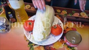 Салат с тунцом, пекинской капустой и помидорами - шаг 1