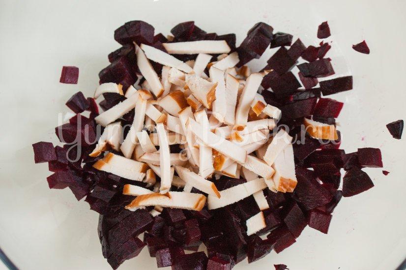 Свекольный салат с кукурузой и копчёной грудинкой - шаг 3