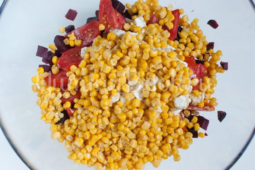 Свекольный салат с кукурузой и копчёной грудинкой - шаг 7