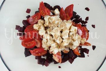 Свекольный салат с кукурузой и копчёной грудинкой - шаг 6