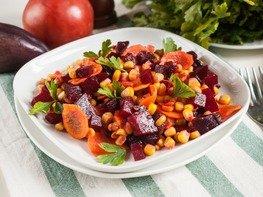 Салат со свеклой, кукурузой и морковью