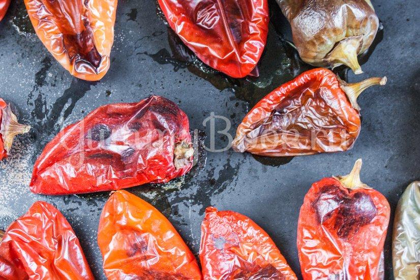 Салат из печёного сладкого перца с орехами и чесноком - шаг 1