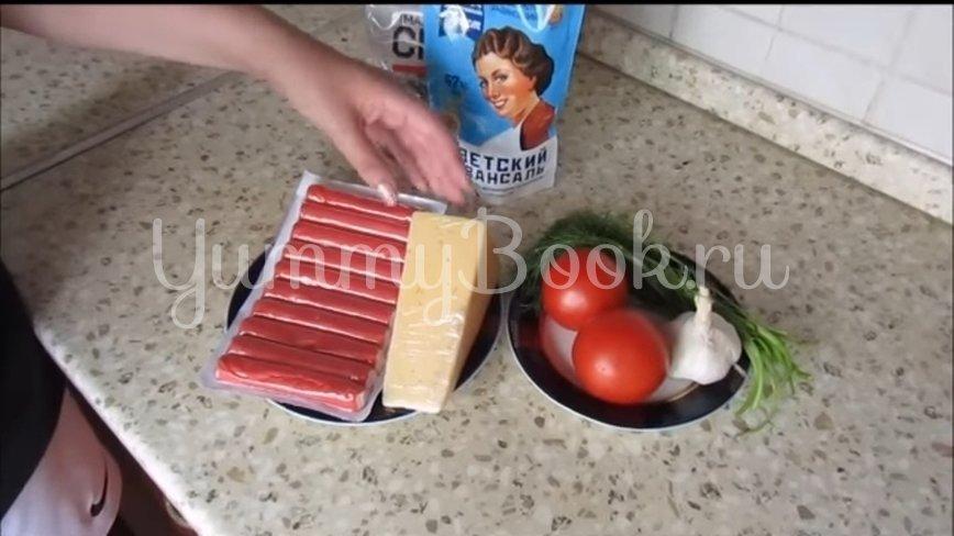 Салат с крабовыми палочками, сыром и помидорами - шаг 1