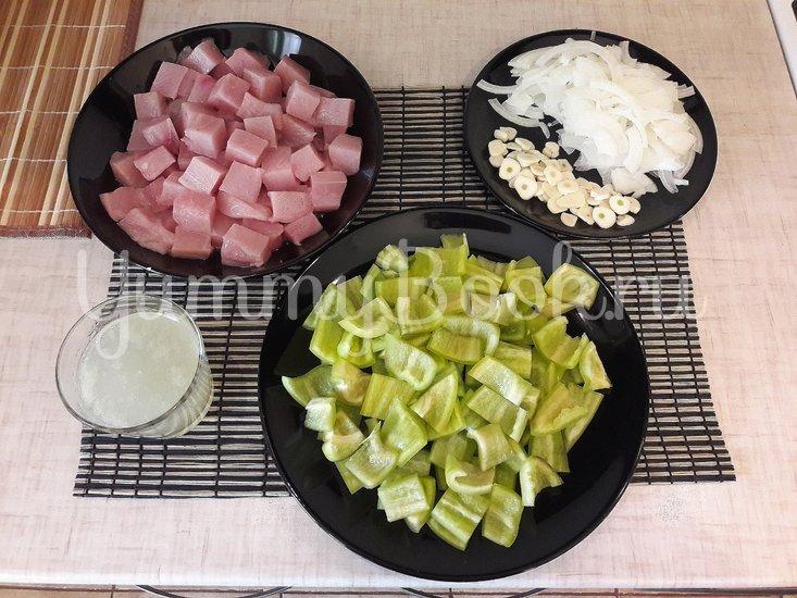 Куриное филе с болгарскими перцами в соусе с фетой - шаг 2
