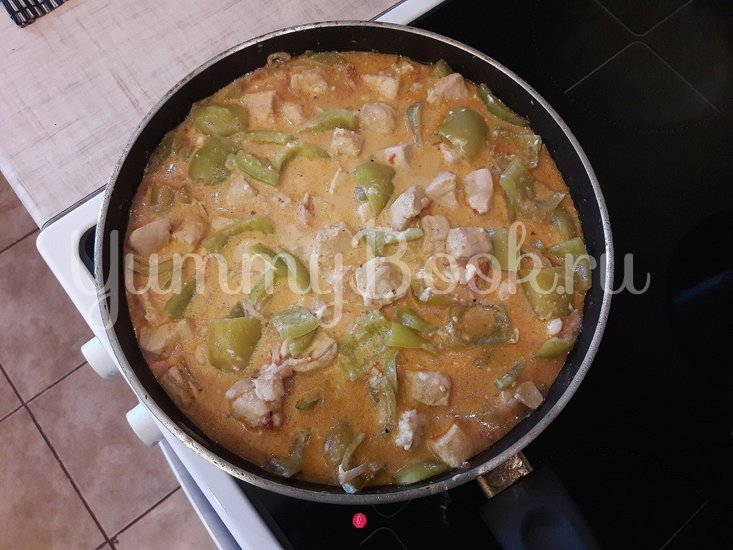 Куриное филе с болгарскими перцами в соусе с фетой - шаг 10