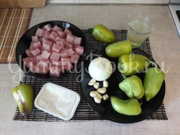 Куриное филе с болгарскими перцами в соусе с фетой - шаг 1