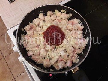 Куриное филе с болгарскими перцами в соусе с фетой - шаг 5