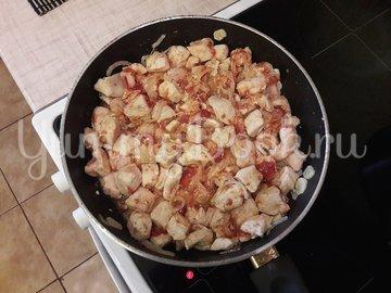 Куриное филе с болгарскими перцами в соусе с фетой - шаг 6
