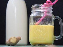 Молочный напиток с имбирём и куркумой