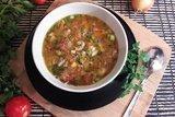 Гороховый суп с двумя видами мяса и помидорами