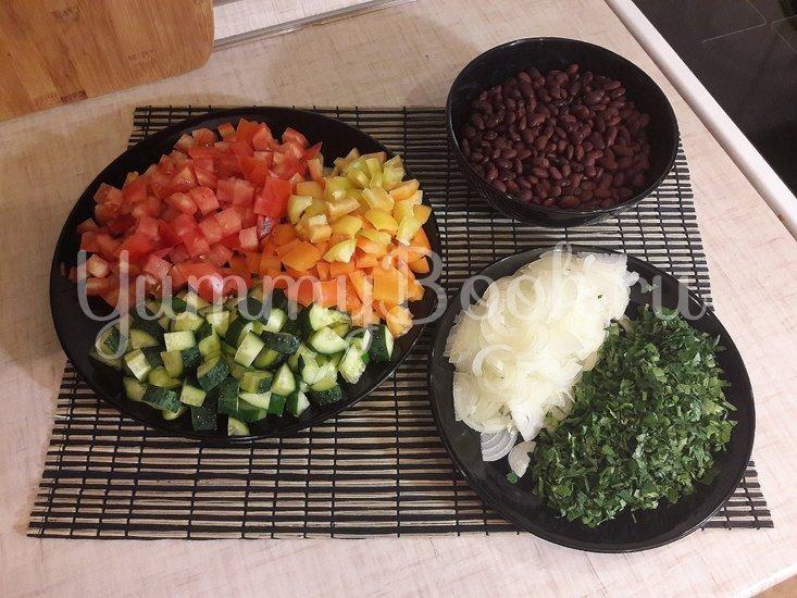 Салат со свежими овощами, фасолью и фетой - шаг 2