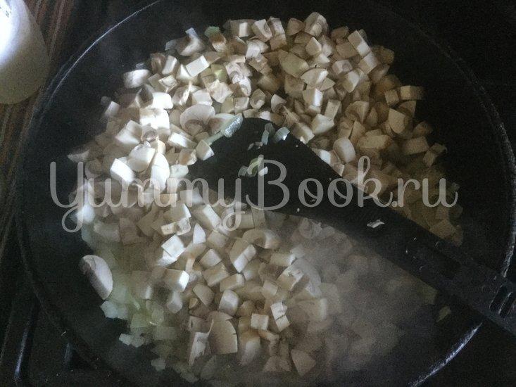 Салат с грибами и маринованными огурцами - шаг 1