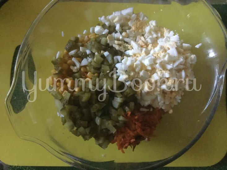 Салат с грибами и маринованными огурцами - шаг 3