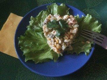 Салат с грибами и маринованными огурцами