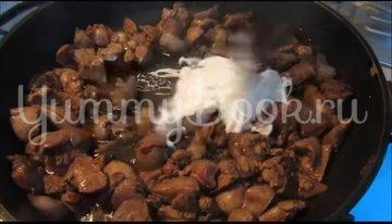 Куриная печень с помидорами и сыром - шаг 3