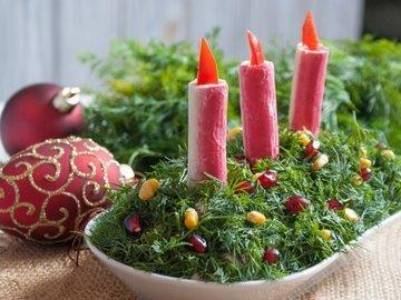 Новогодний салат  со свечами