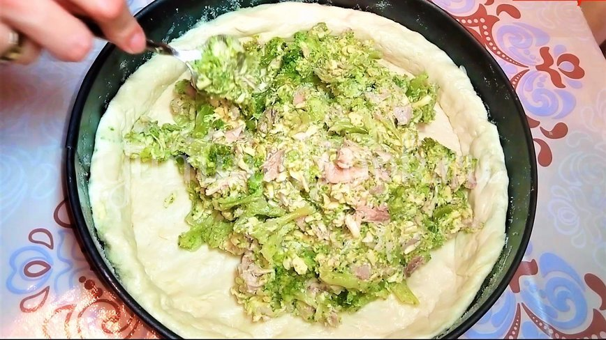 Открытый пирог с брокколи, курицей и сыром - шаг 4