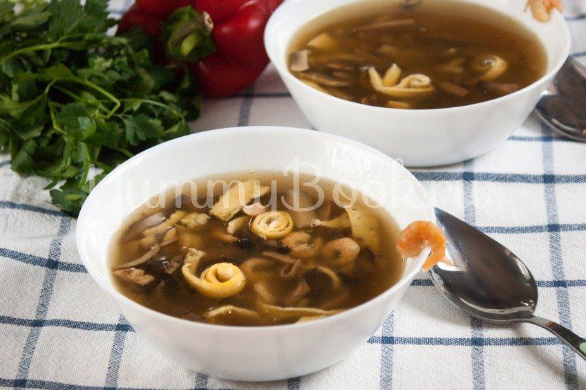 Китайский суп с грибами и креветками