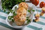 Маффины с колбасой, сыром и томатами
