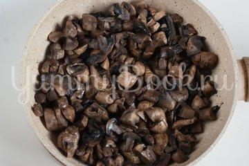 Наливной пирог с картофелем и грибами в мультиварке - шаг 4