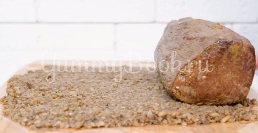 Говядина Веллингтон с грибами, запеченная в слоеном тесте - шаг 7