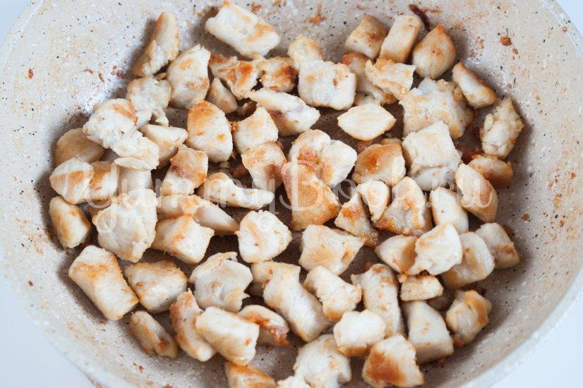 Салат из пекинской капусты, курицы и шампиньонов - шаг 2