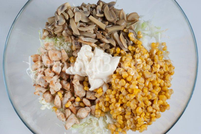 Салат из пекинской капусты, курицы и шампиньонов - шаг 4