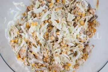 Салат из пекинской капусты, курицы и шампиньонов - шаг 5