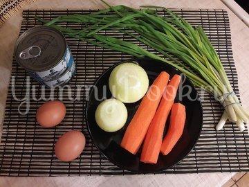 Котлетки из консервированного тунца, моркови и лука - шаг 1