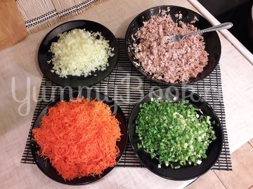 Котлетки из консервированного тунца, моркови и лука - шаг 2