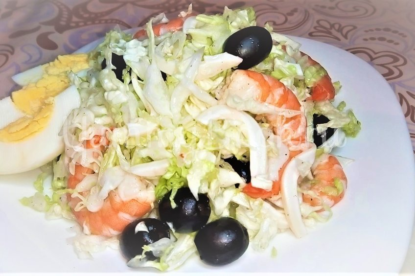 Новогодний салат с морепродуктами без майонеза