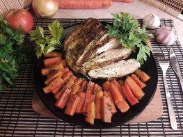 Запечённые куриные грудки с морковью